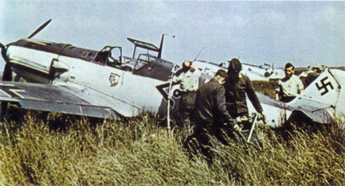 Bf-109E-III_JG51-_o+-Hofe-WNr-1490-France-1940.jpg