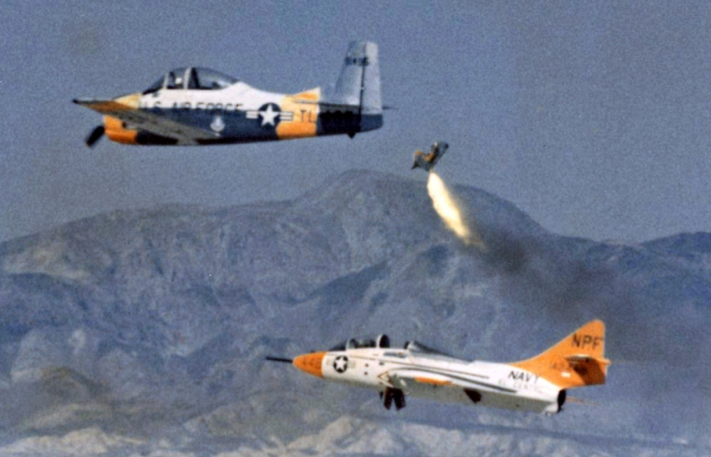Dummy_ejected_from_US_Navy_TF-9J_1964_El_Centro_Cropped.jpg