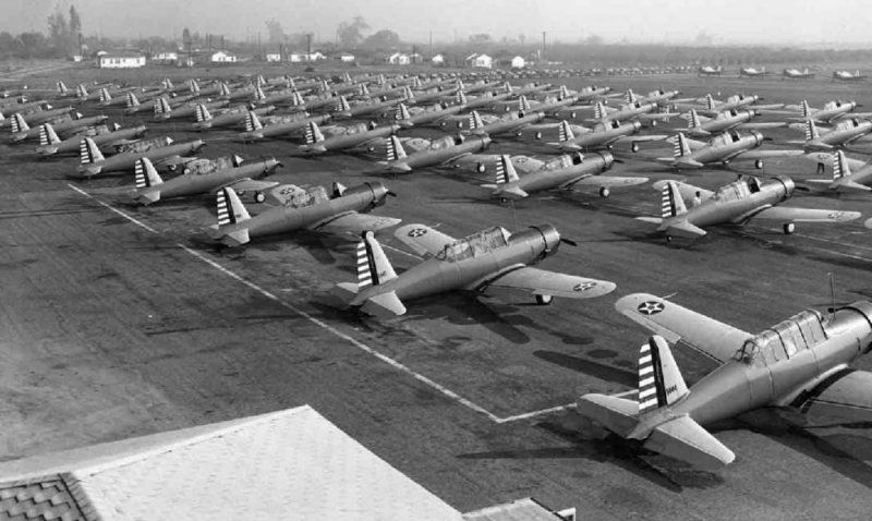 Vultee+BT-13+trainers+at+the+Downey+plant.jpg