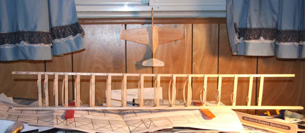 fuselagejigwithfeetToponbottom_001.jpg