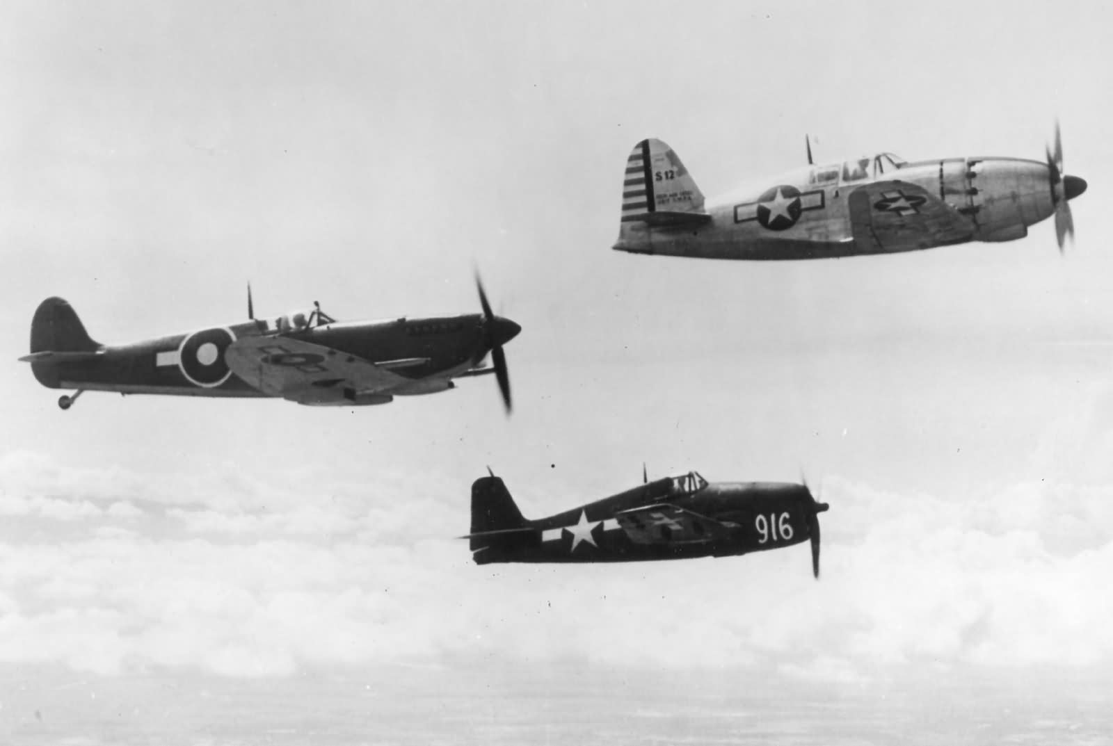 j2m_raiden_in_the_philippines_taic_in_flight_1945.jpg