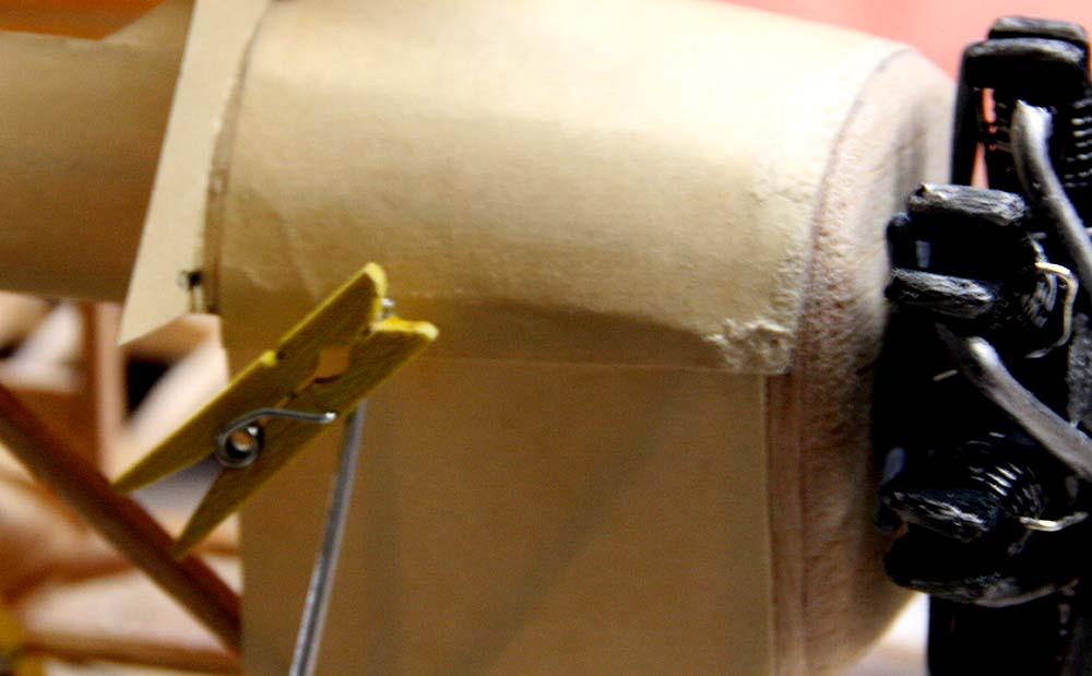 mini_clothespin_clamping_landing_gear_strut.jpg